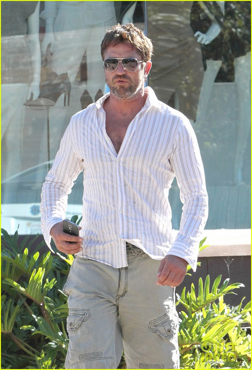 gerard butler chest hair shopping malibu 07
