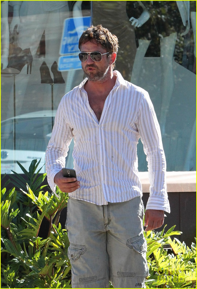 gerard butler chest hair shopping malibu 15