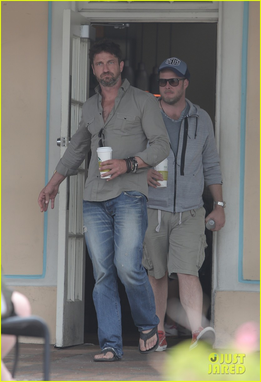 Gerard Butler Scopes Out Surf Gear After Kissing Session with Mystery ... Gerard Butler