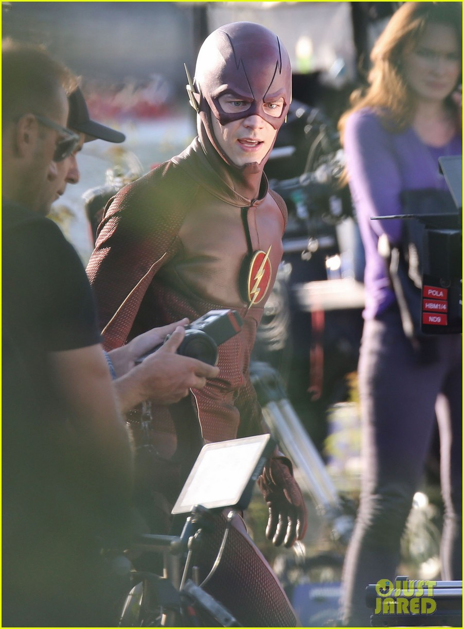 grant gustin shirtless flash set after als chall 12