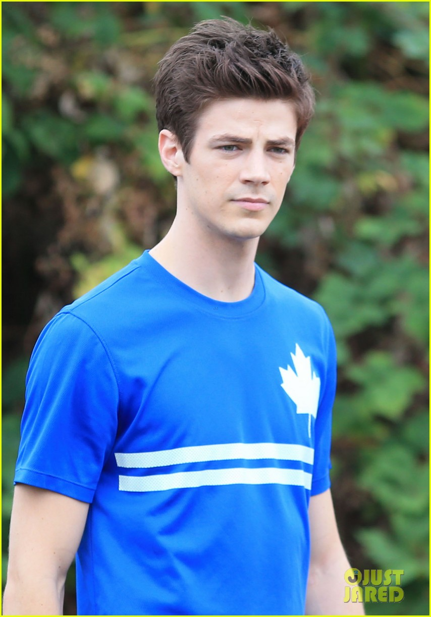 grant gustin shirtless flash set after als chall 13