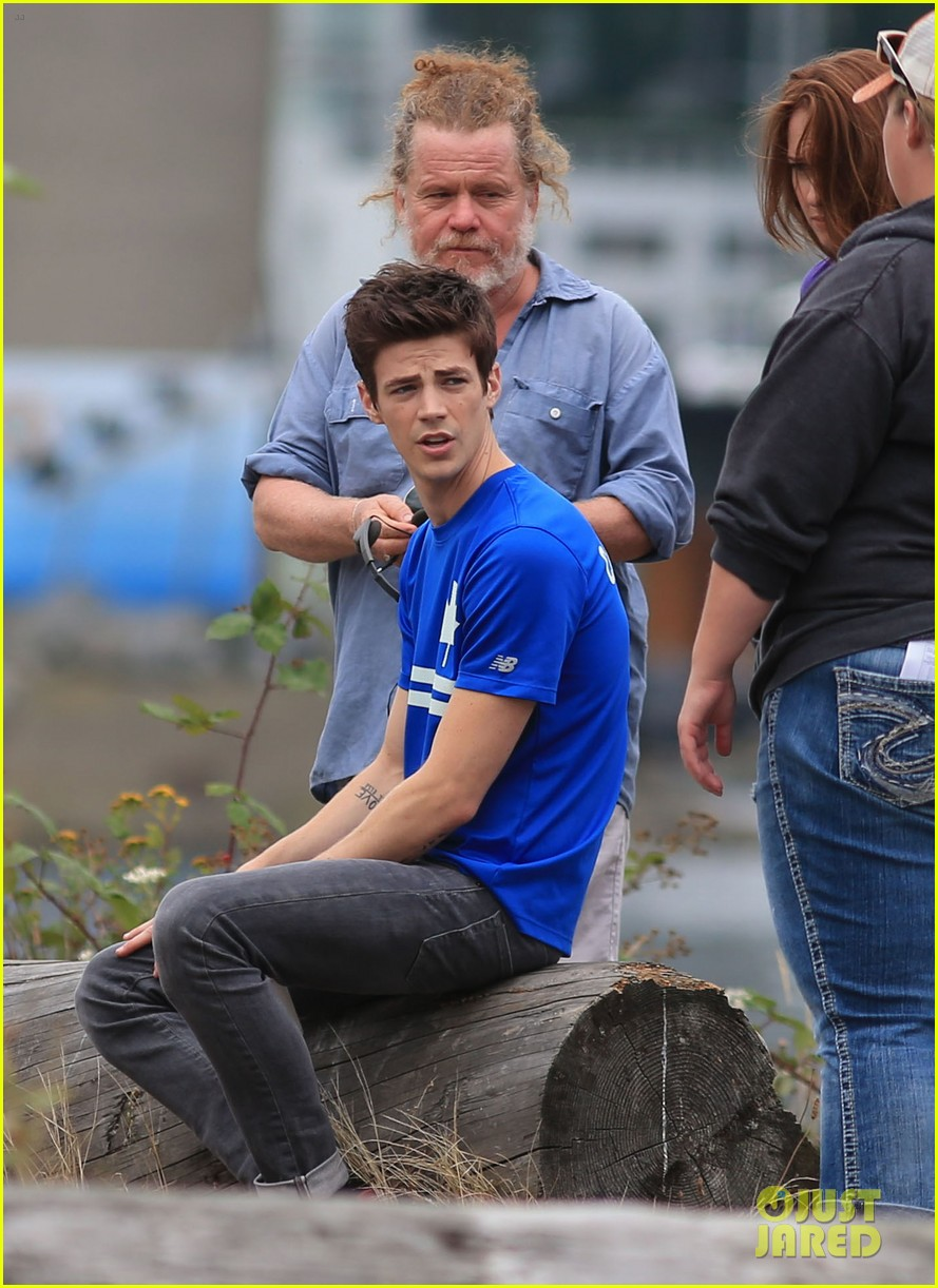 grant gustin shirtless flash set after als chall 18