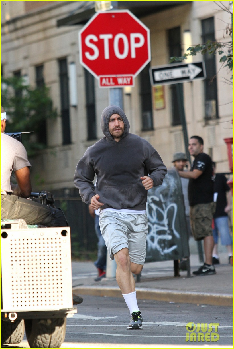 jake gyllenhaal looks great even with facial injuries for southpaw 04