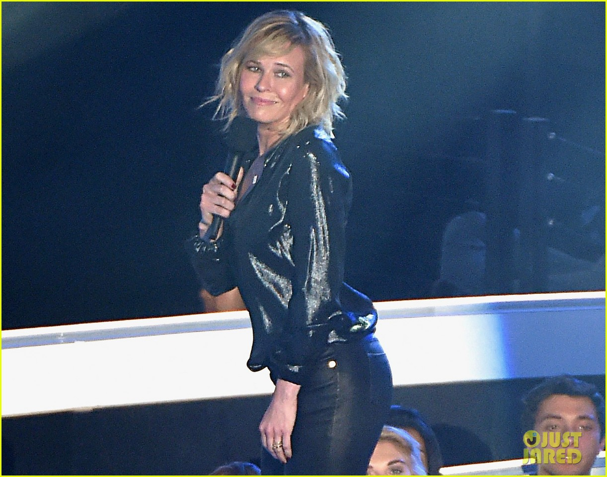 chelsea handler jokes about her small butt mtv vmas 2014 02