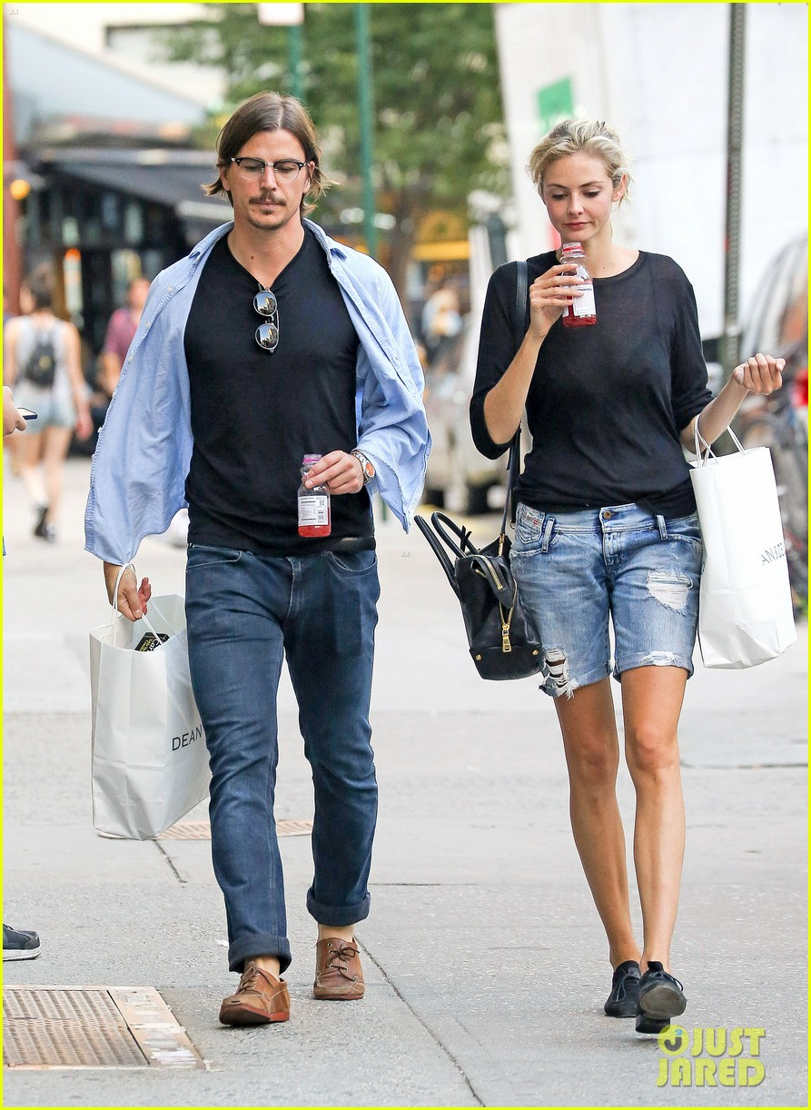 josh hartnett tamsin egerton have a date night in the city 04