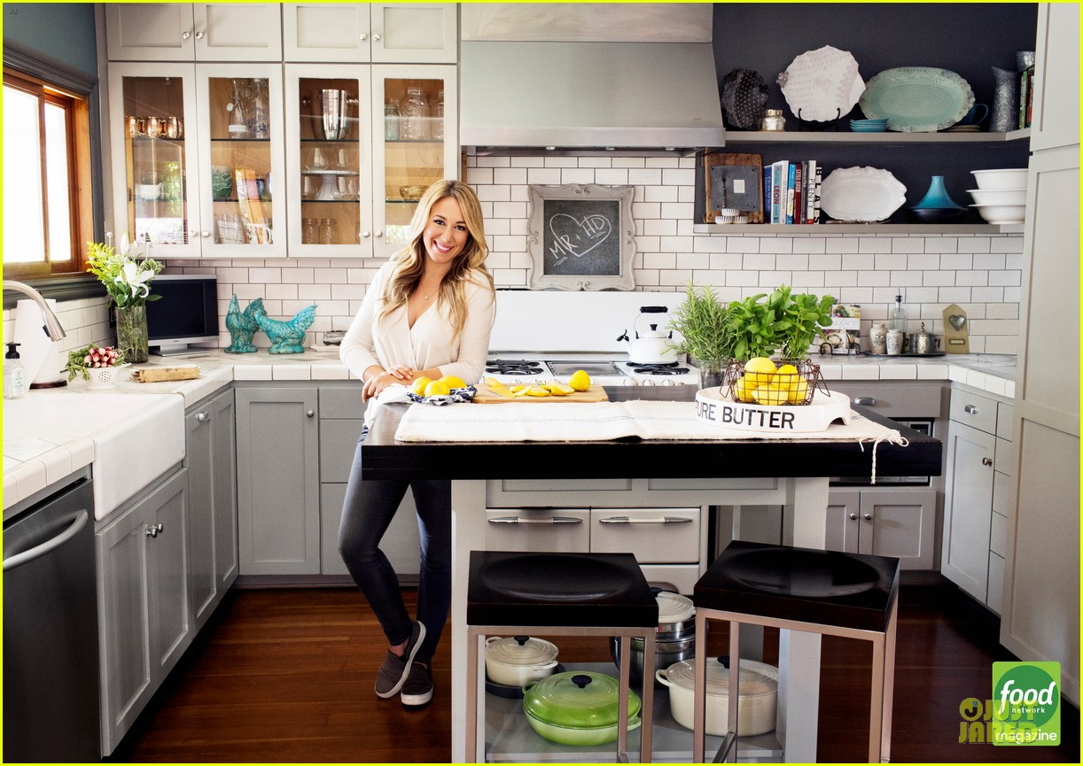 haylie duff shows love for cooking in food network 01