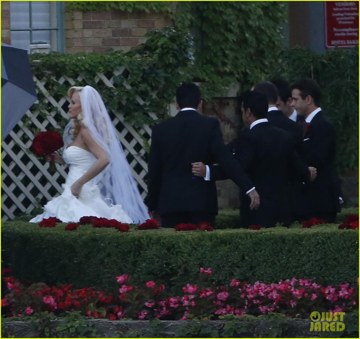 jenny mccarthys wedding dress revealed in wedding pics 133187204