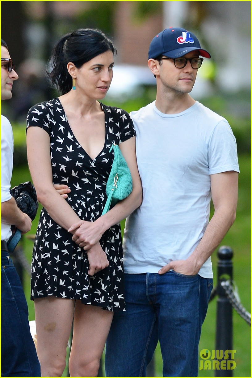 joseph gordon levitt girlfriend tasha mccauley look happy as can be 02