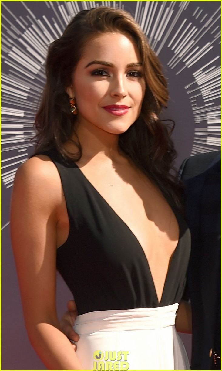 nick jonas olivia culpo vma red carpet 03