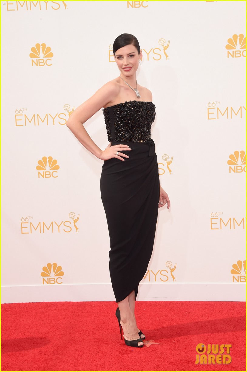 january jones jessica pare emmys 2014 red carpet 013183401