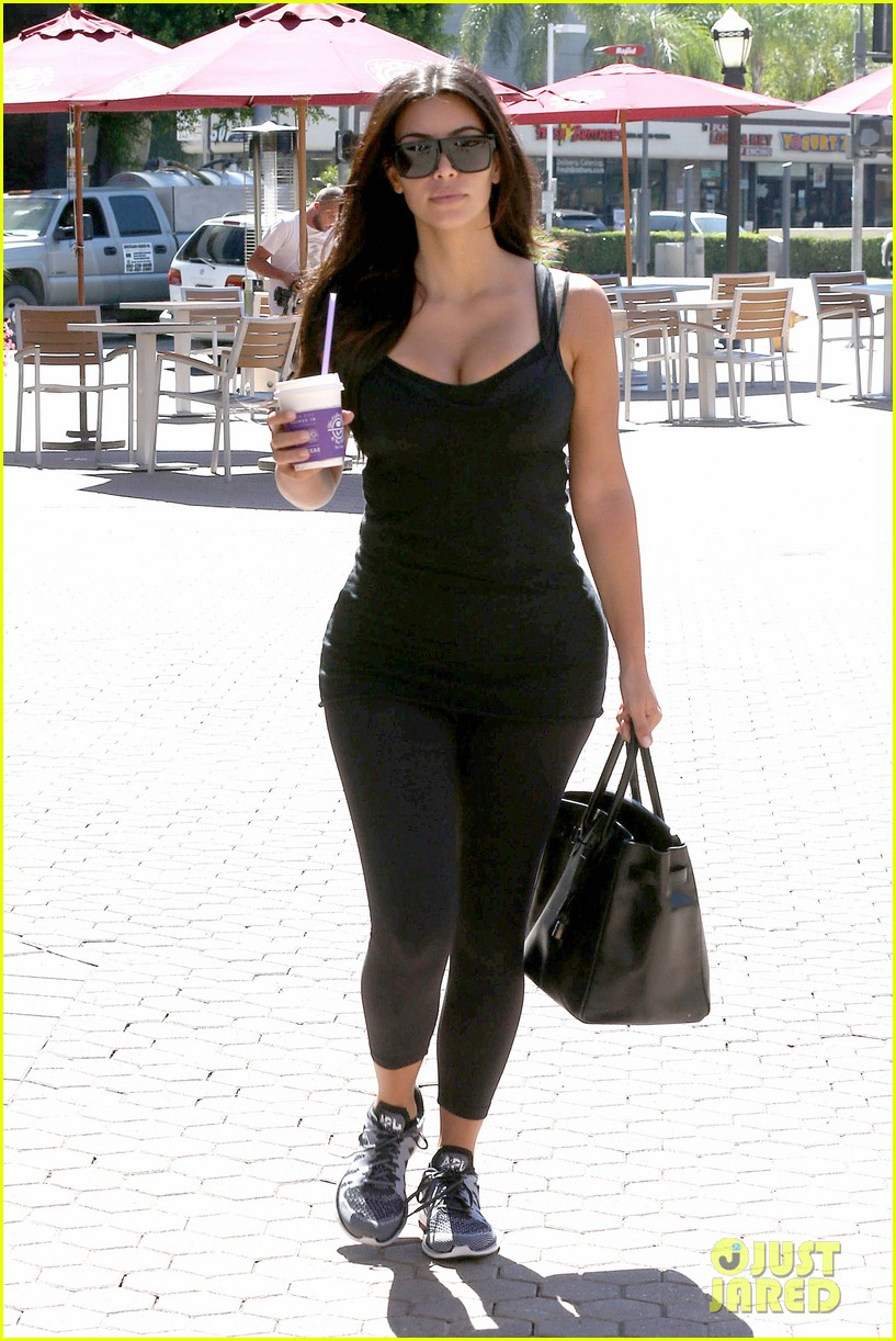 kim kardashian gym tights accentuate her curves 083185642