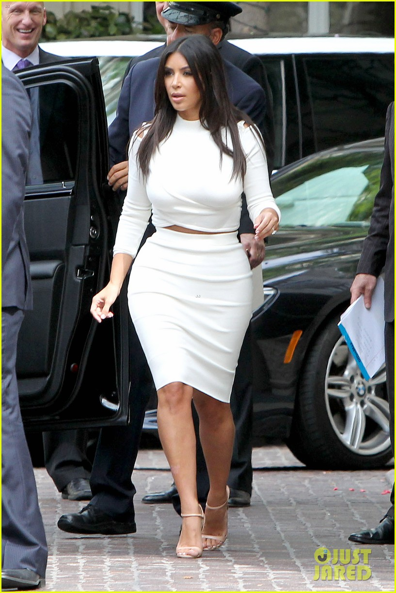kim kardashian showcase acting on 2 broke girls 06