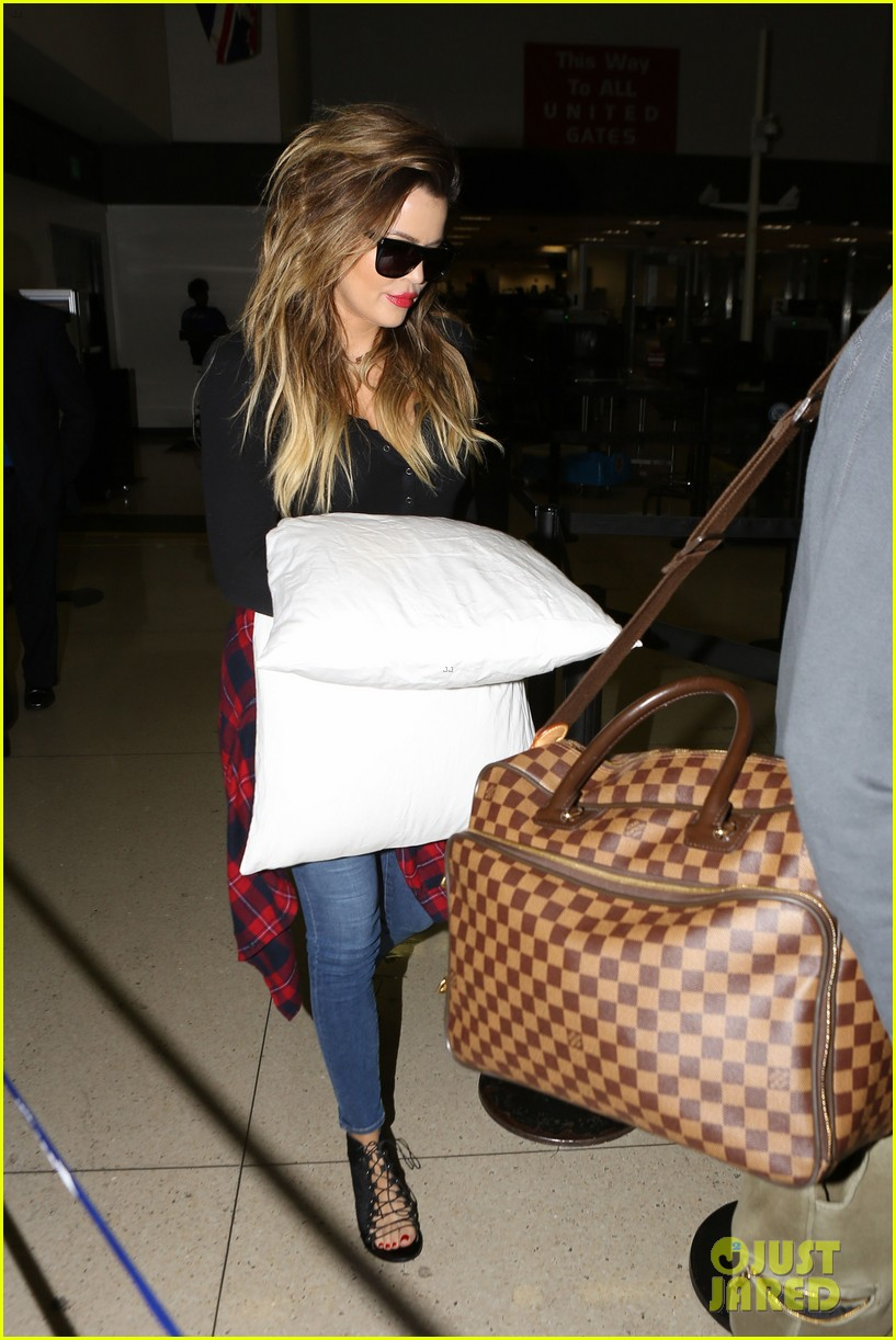 khloe kardashian touches down at lax with scott disick after hosting together 08