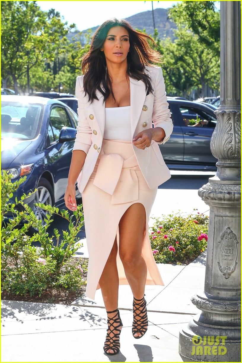 kim kardashian satisfies her sweet tooth with some fro yo 143185765