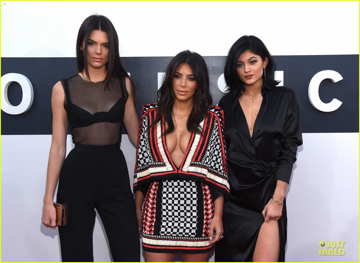 kim kardashian kendall kylie mtv vmas 04
