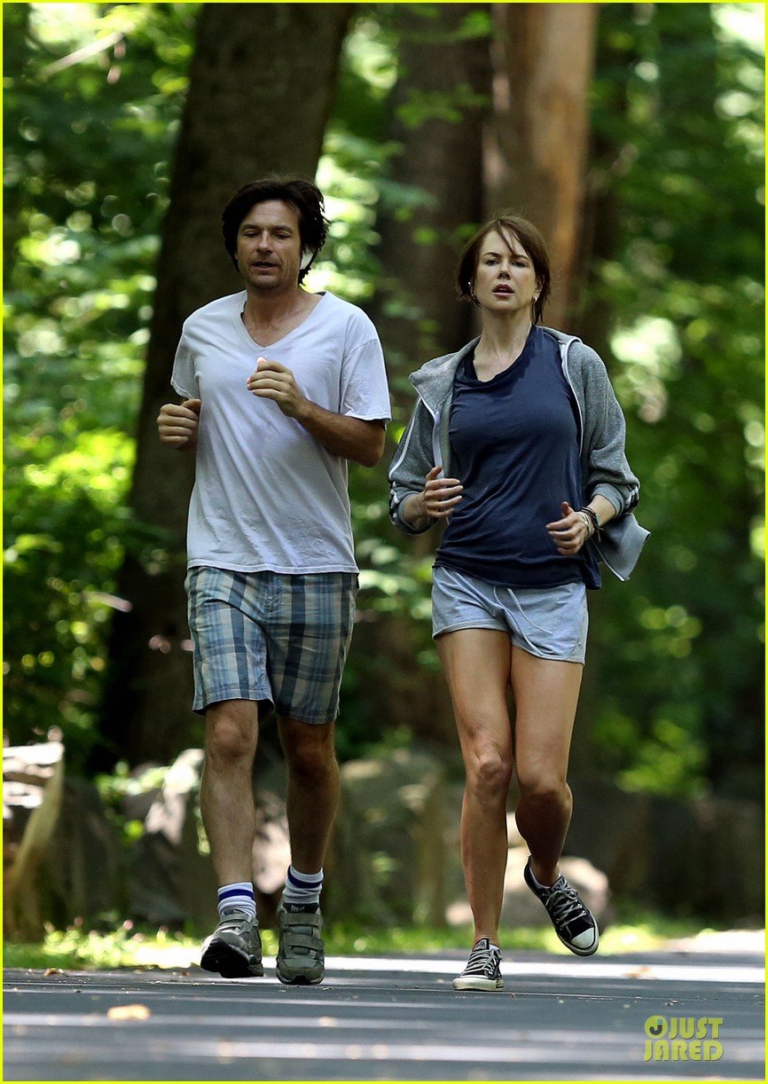 nicole kidman jason bateman hot sweaty during jog 01