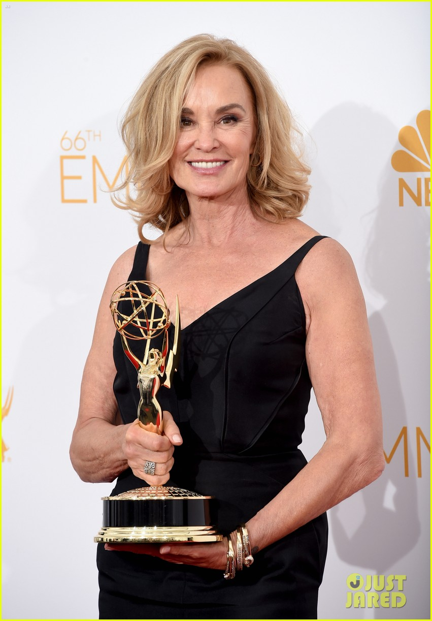 jessica lange brings her emmy to fox after party 063184016