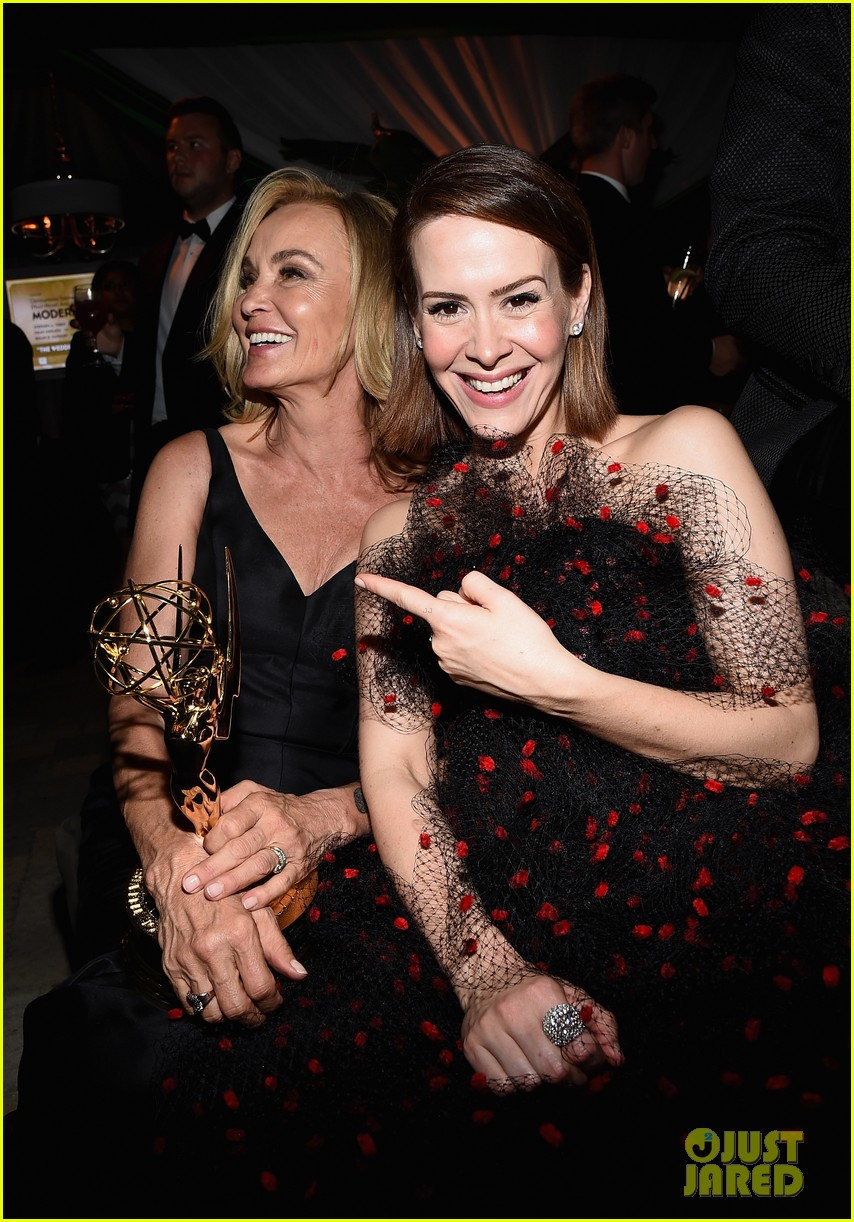 jessica lange brings her emmy to fox after party 14