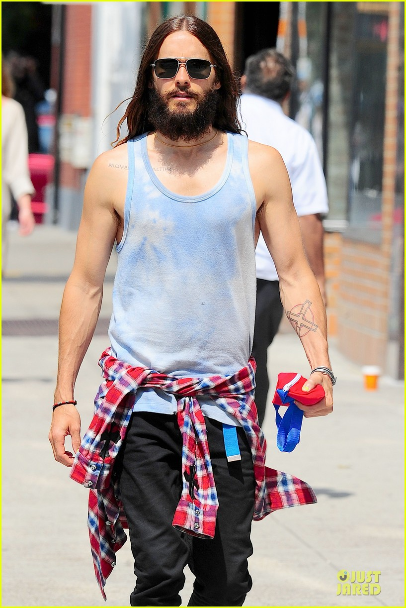 jared leto brings back 90s fashion trends 083179336