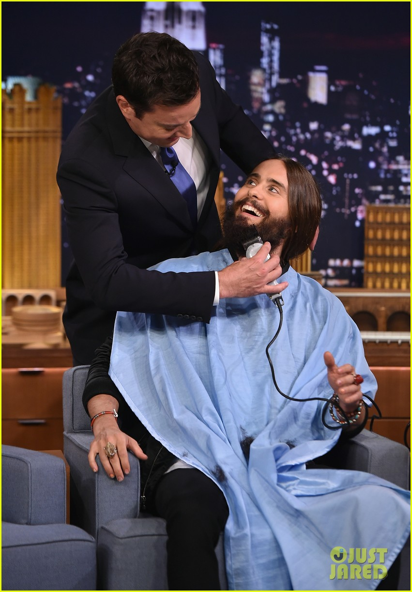 jared leto gets his beard shaved 08