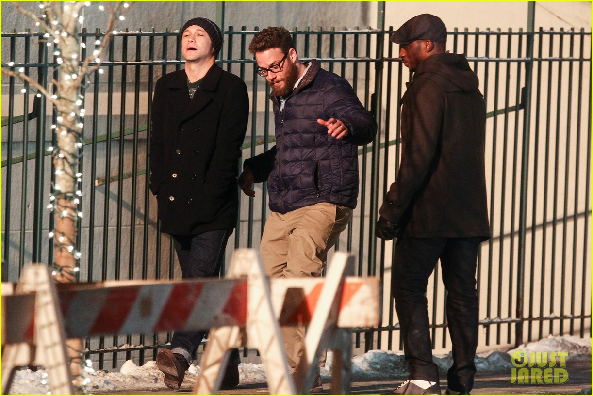 joseph gordon levitt anthony mackie seth rogen christmas movie 043186381