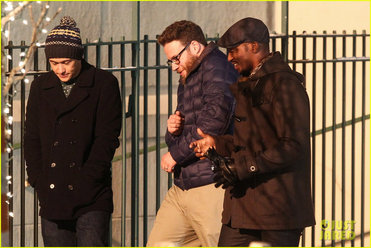 joseph gordon levitt anthony mackie seth rogen christmas movie 08