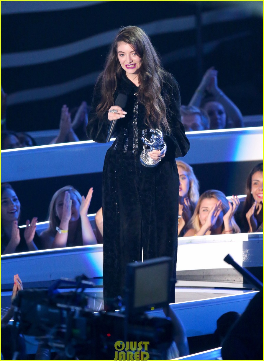 lorde royals win best rock video mtv vmas 02