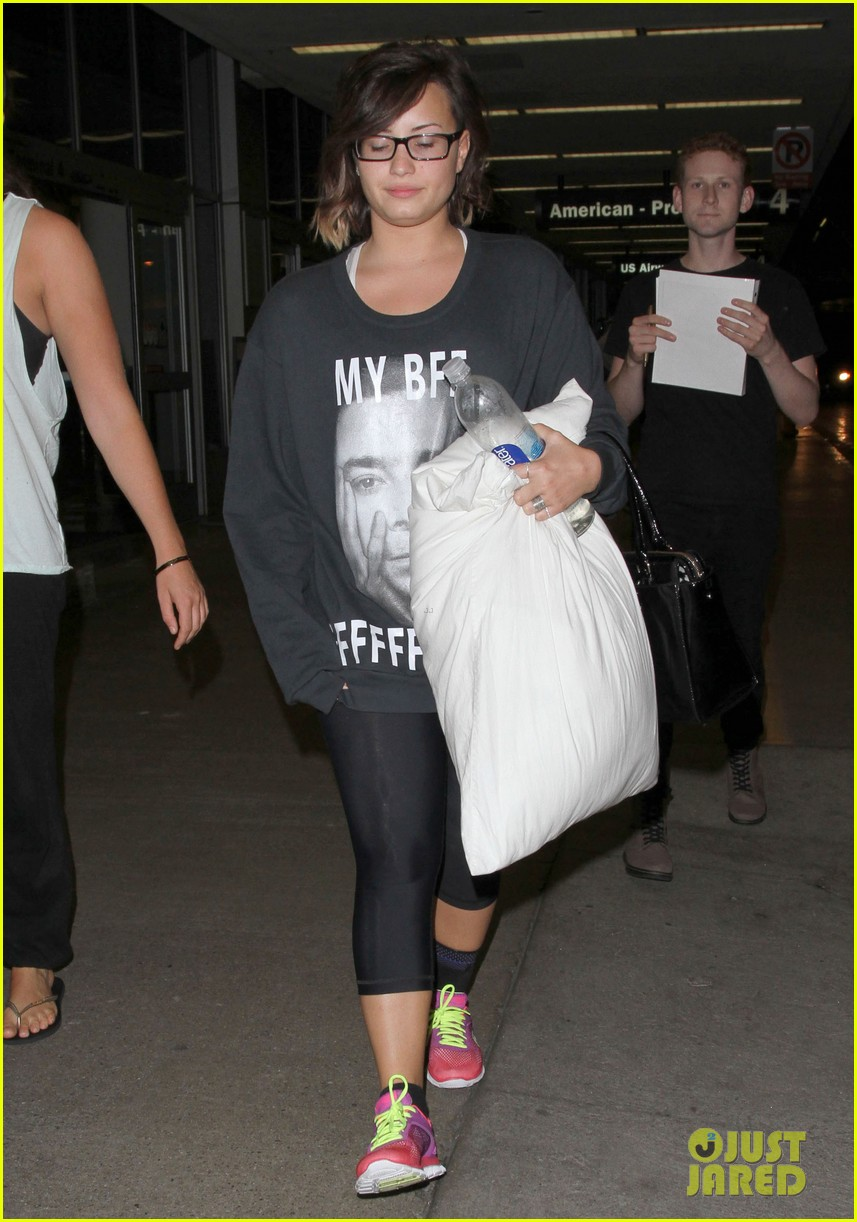 demi lovato jimmy fallon my bff sweater lax airport 063177997