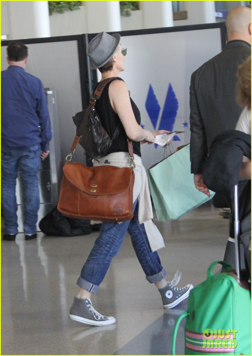 kate mara robin wright fly out of los angeles 20