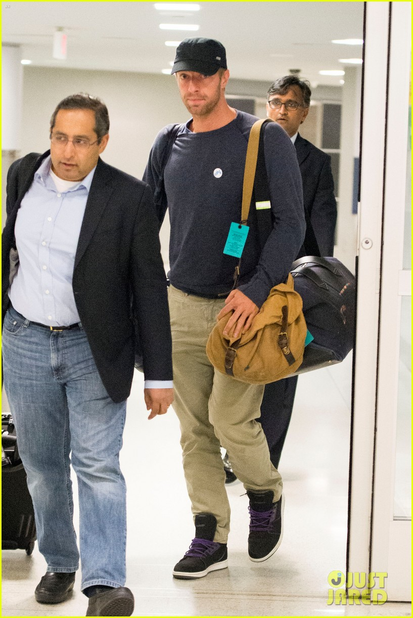 chris martin lands in nyc after vineyard date with jennifer lawrence 053180875
