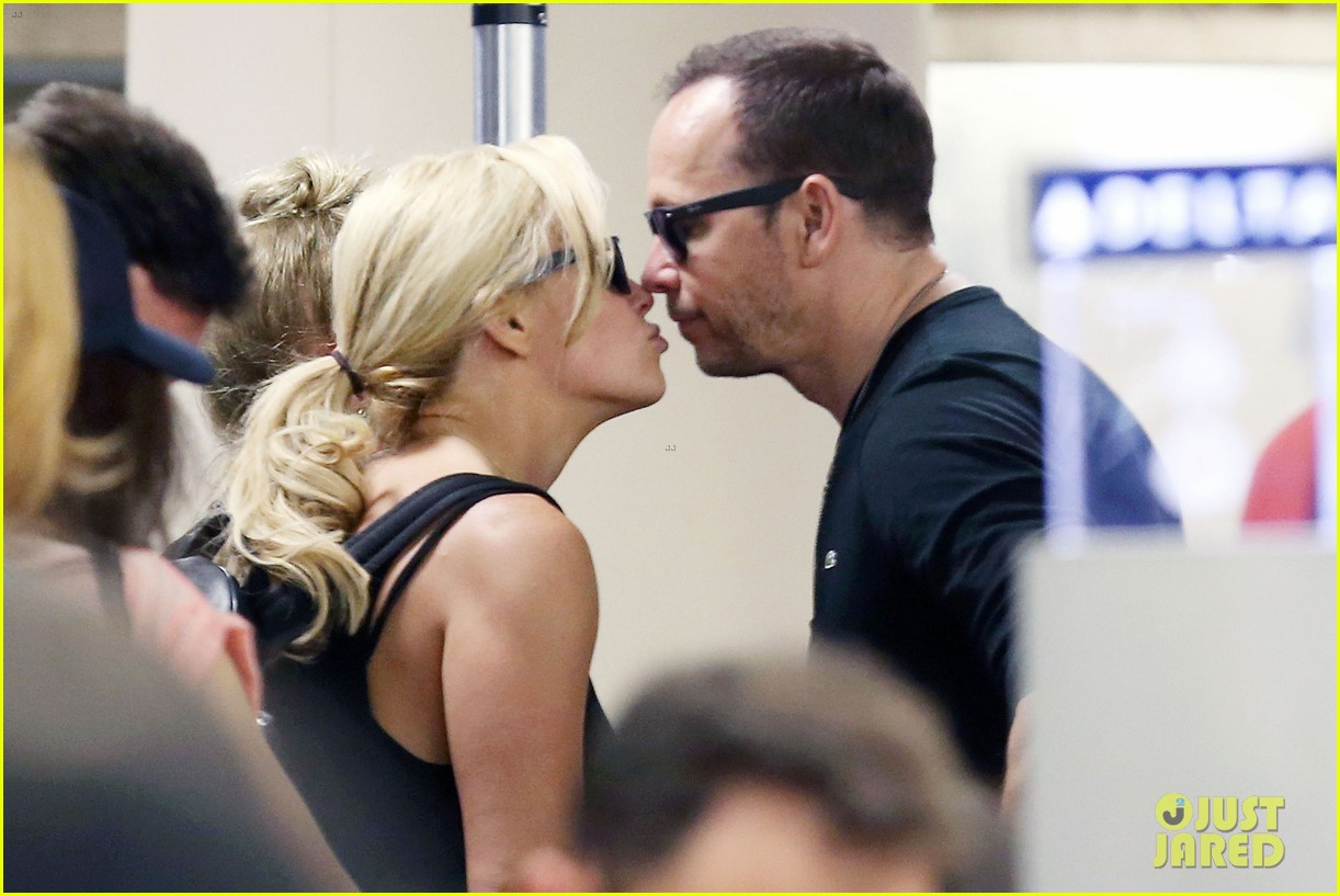 donnie wahlberg celebrates his 45th birthday leans in for a kiss 023178528