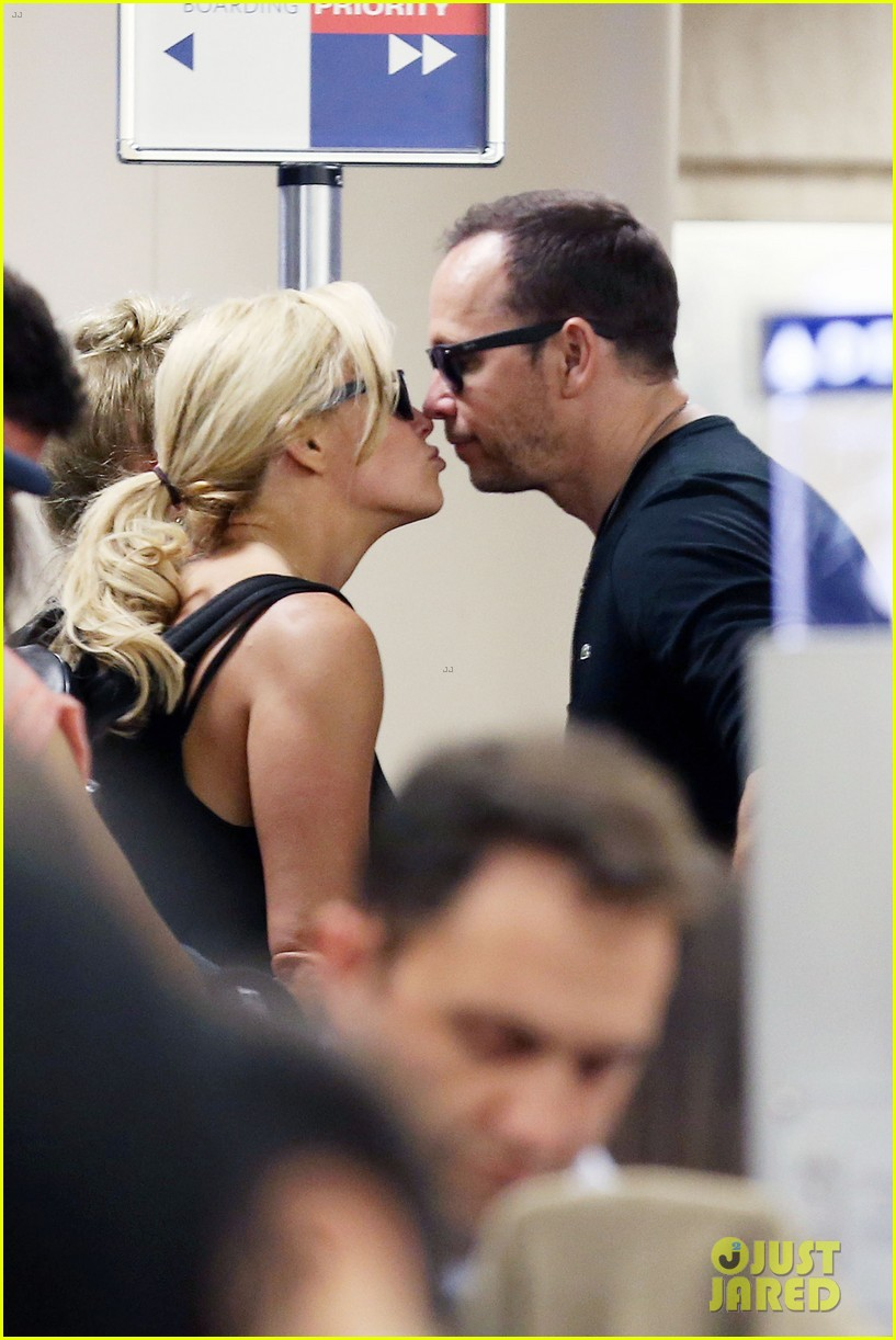 donnie wahlberg celebrates his 45th birthday leans in for a kiss 05