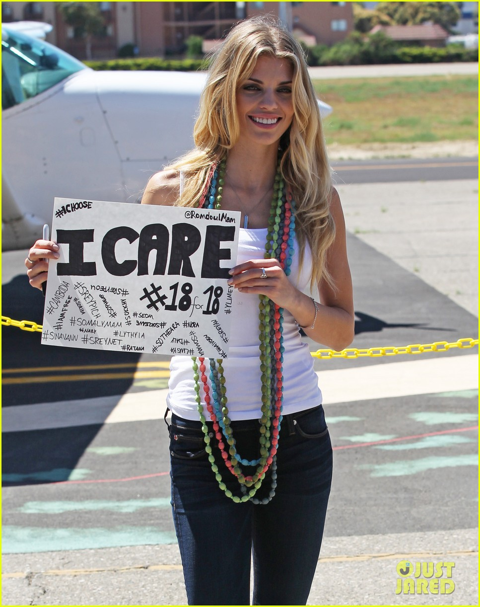 annalynne mccord charity i care skydiving 04