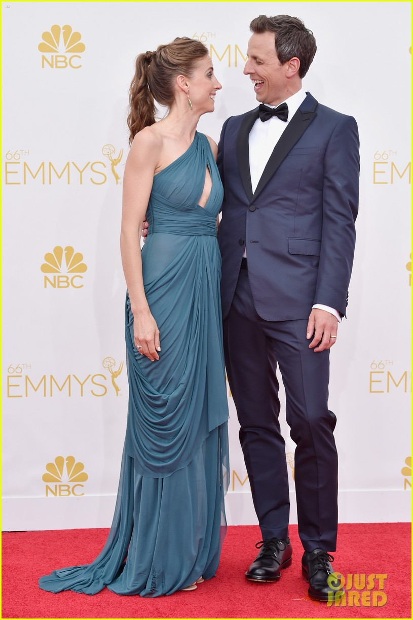 seth meyers hits red carpet before hosting duties emmys 2014 013183218