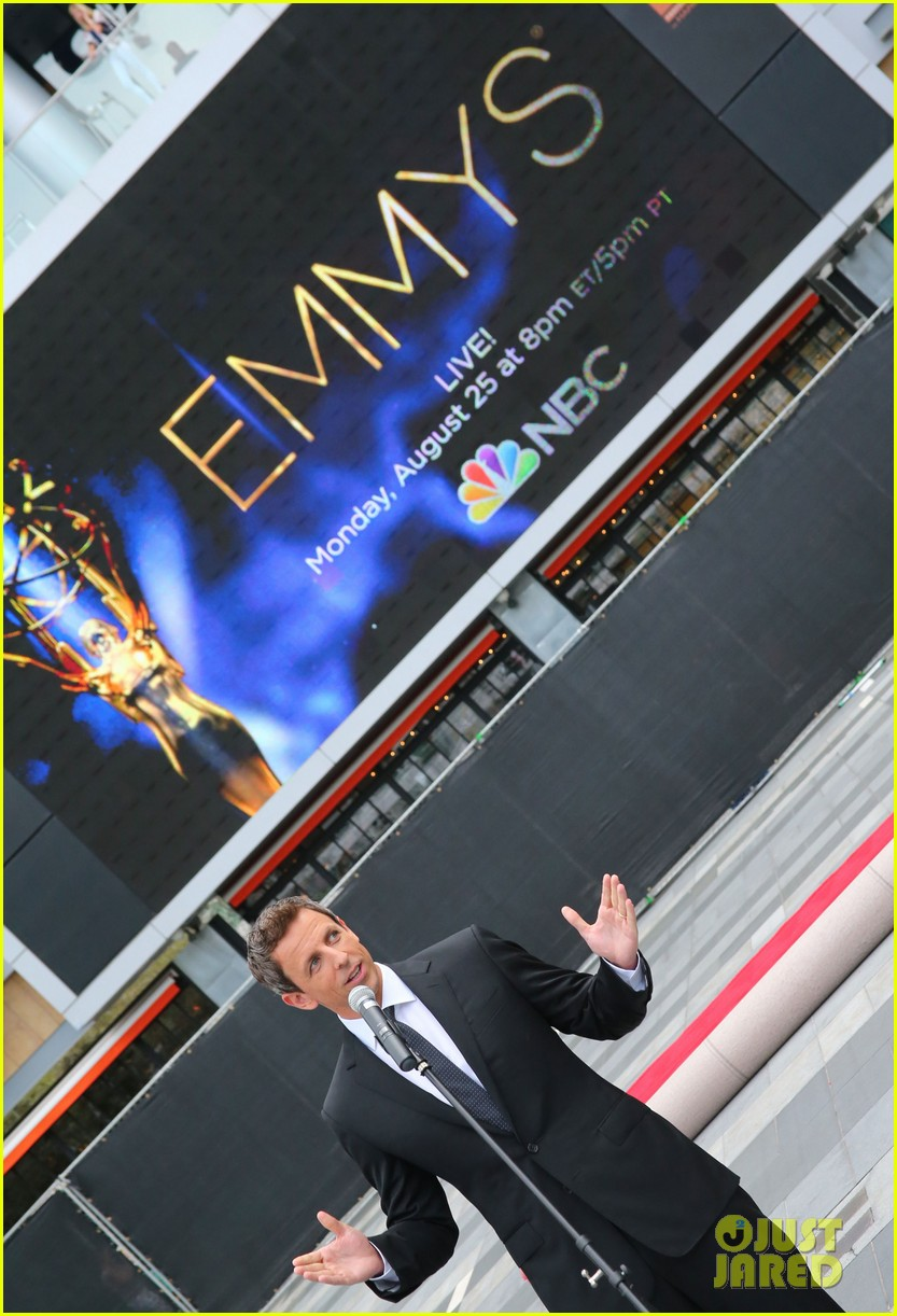 seth meyers rolls out the emmy awards red carpet 02