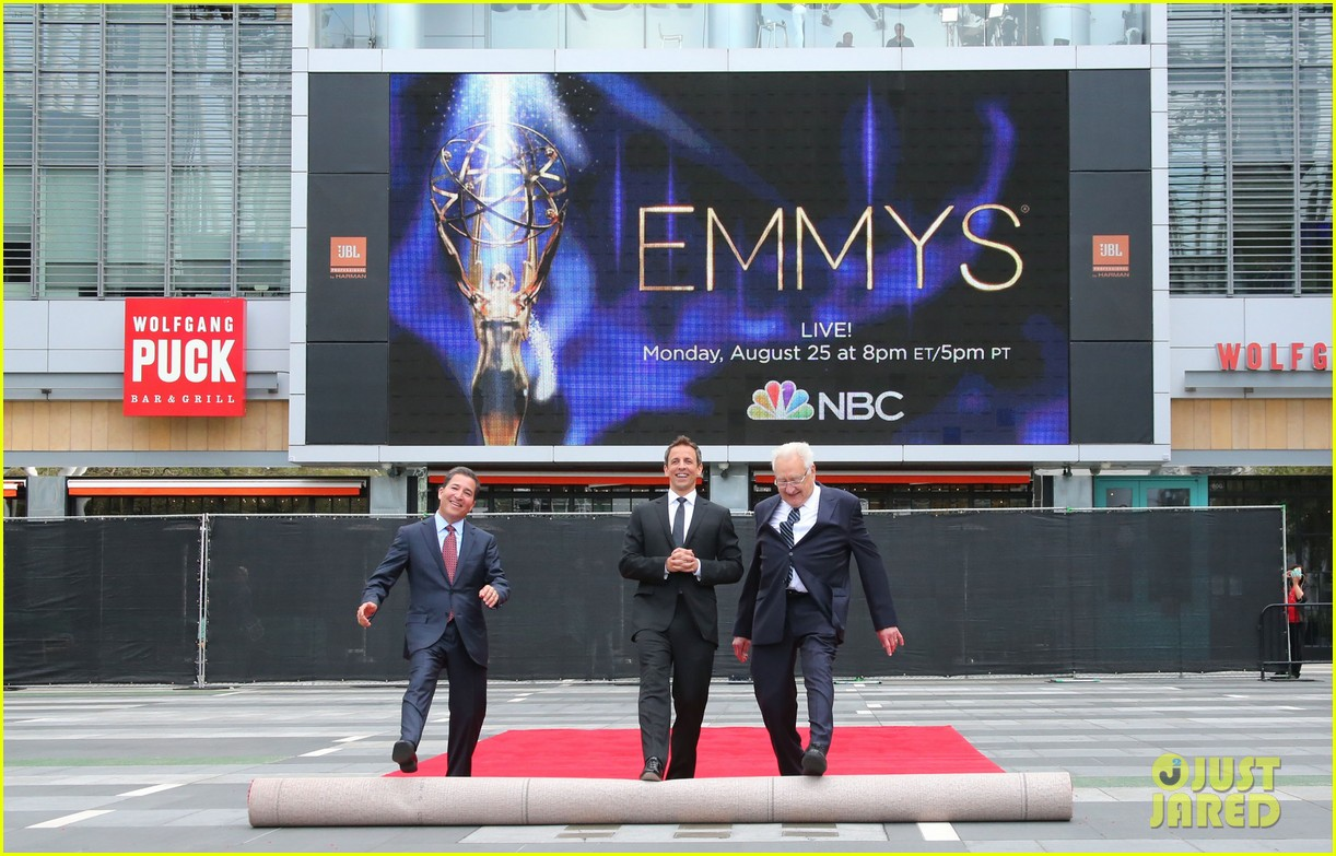 seth meyers rolls out the emmy awards red carpet 05