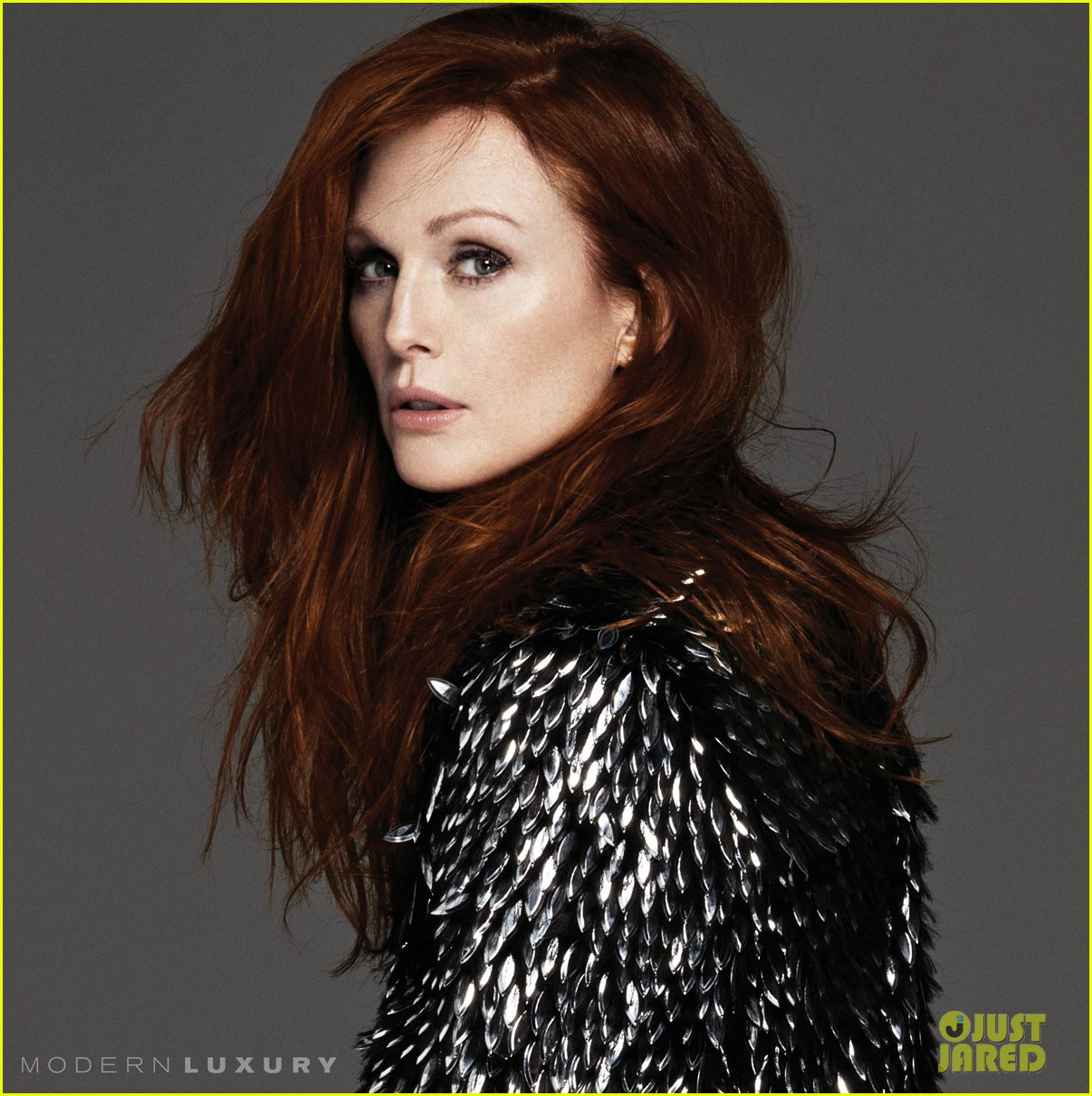 julianne moore gets sexy for beach magazine 06