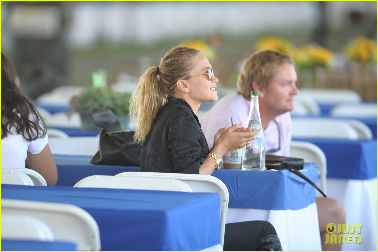 ashley olsen mary kate olsen hamptons trip 02