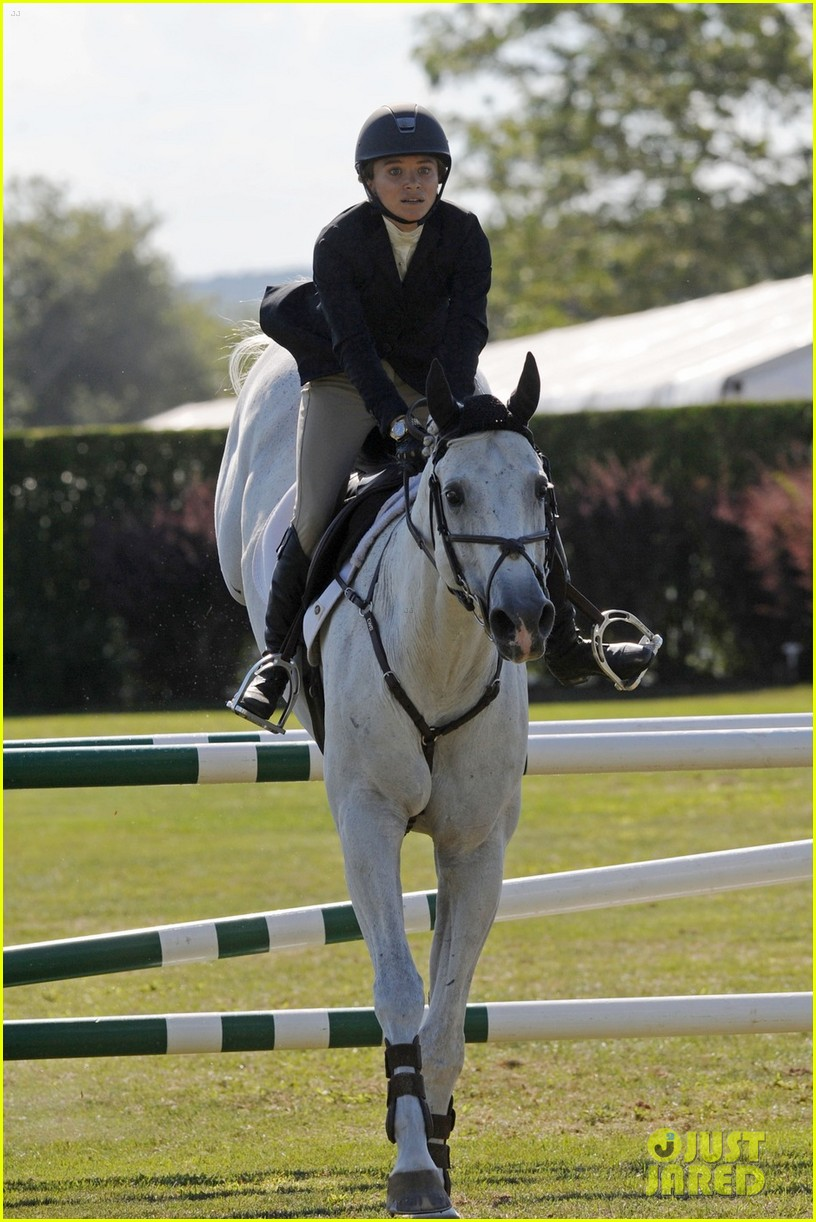 mary kate olsen horseback riding 05