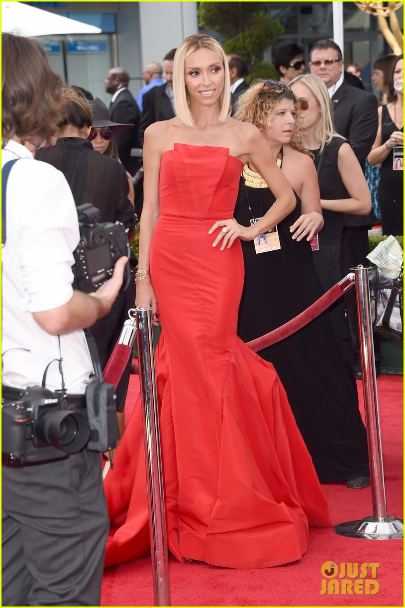 kelly osbourne giuliana rancic emmy red carpet 06