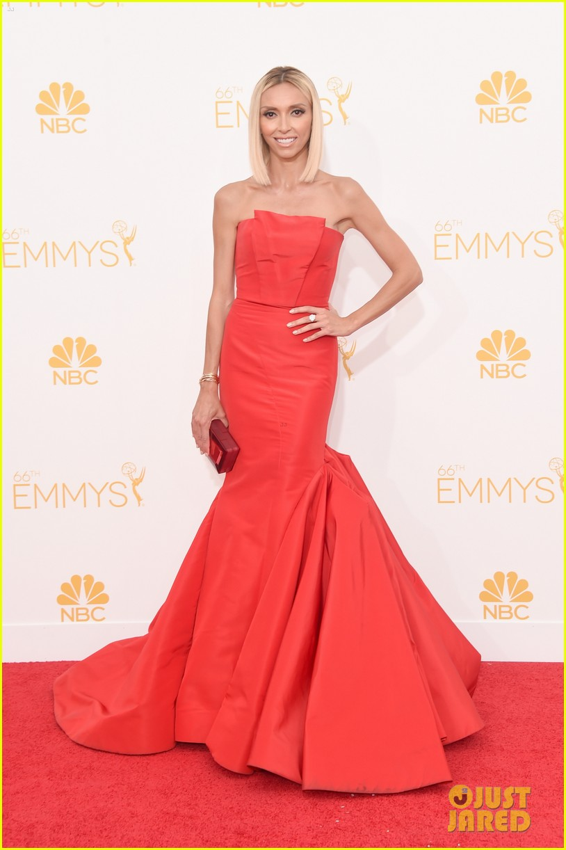 kelly osbourne giuliana rancic emmy red carpet 073183196