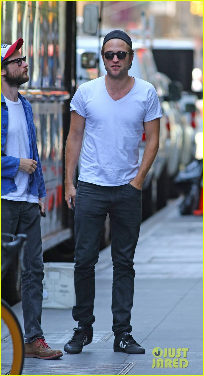 robert pattinson hangs out with tom sturridge 033183096