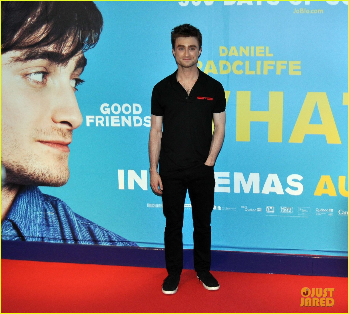 daniel radcliffe pose with fans what if dublin ireland 20