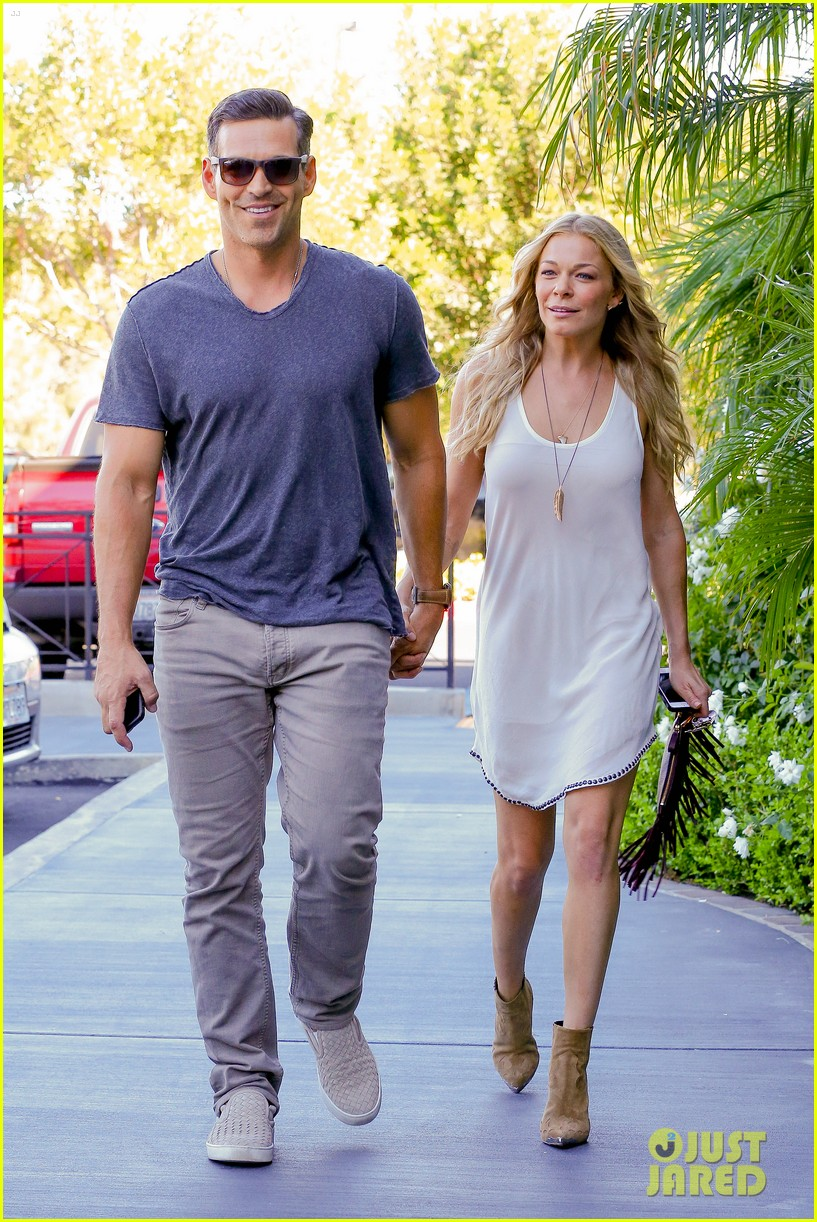 leann rimes steps out after getting backlash for rape joke 043185228