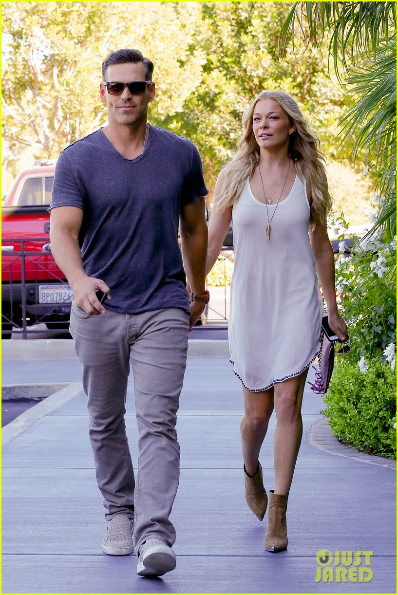 leann rimes steps out after getting backlash for rape joke 10