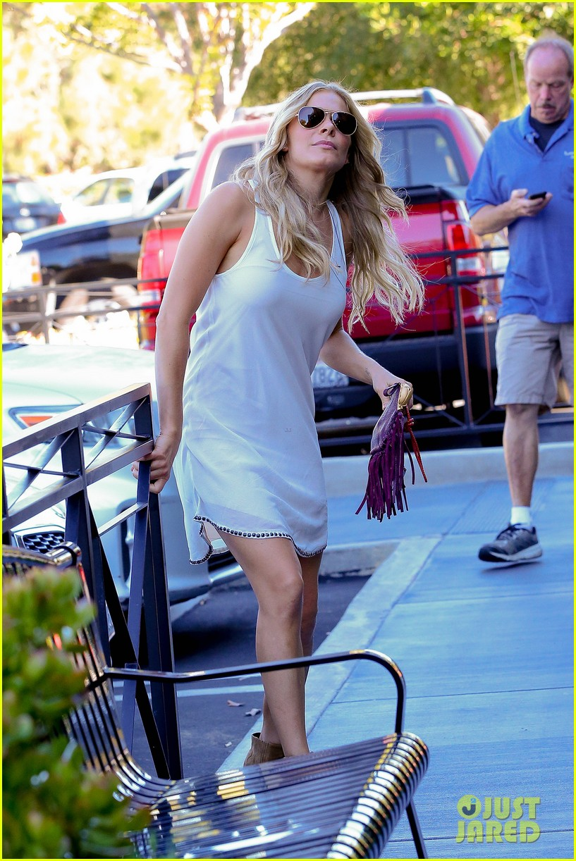 leann rimes steps out after getting backlash for rape joke 193185243