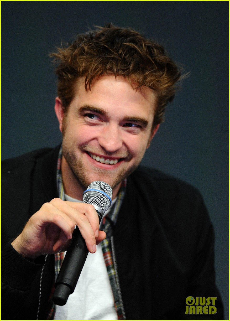robert pattinson facial expressons the rover event 04