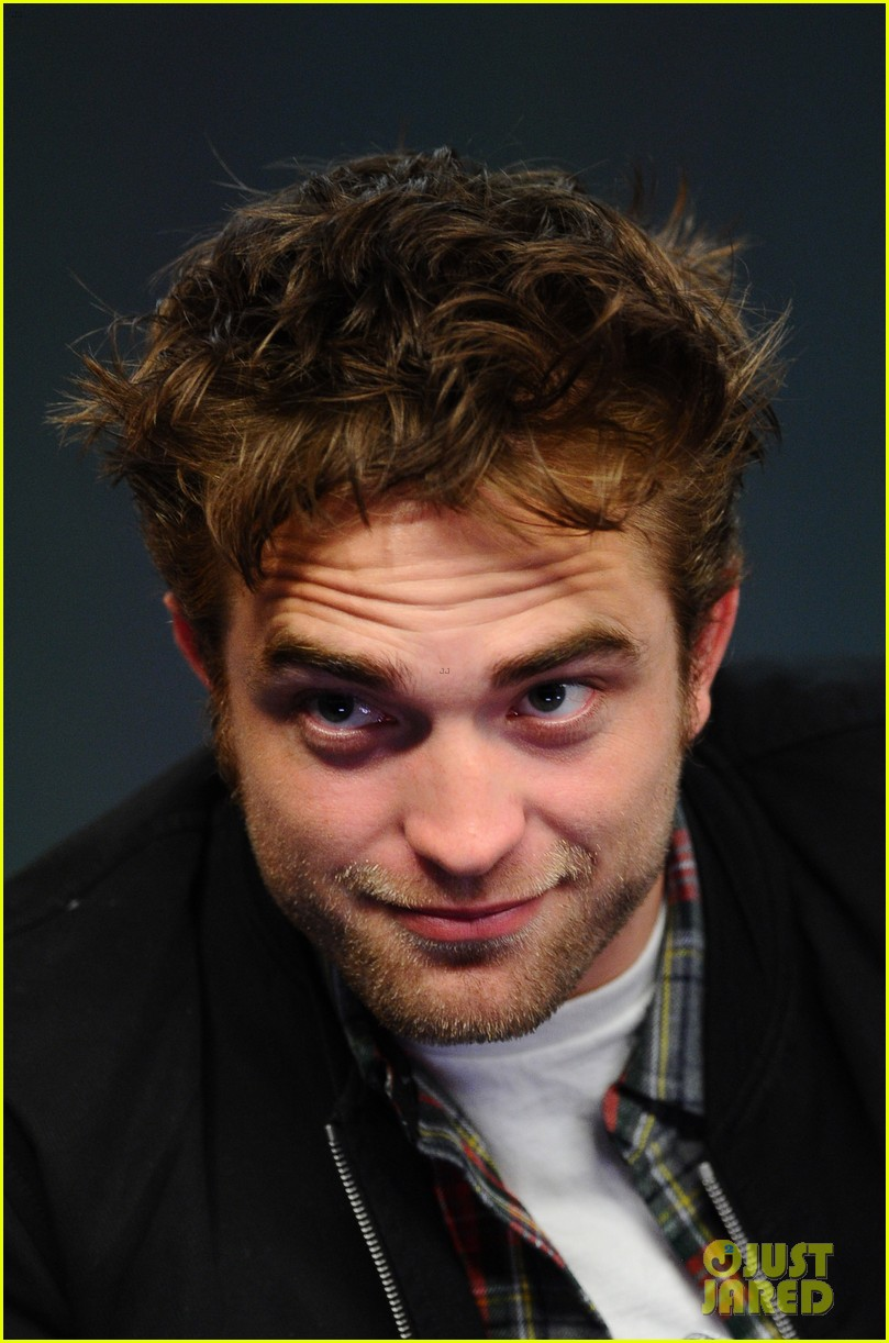 robert pattinson facial expressons the rover event 153172457