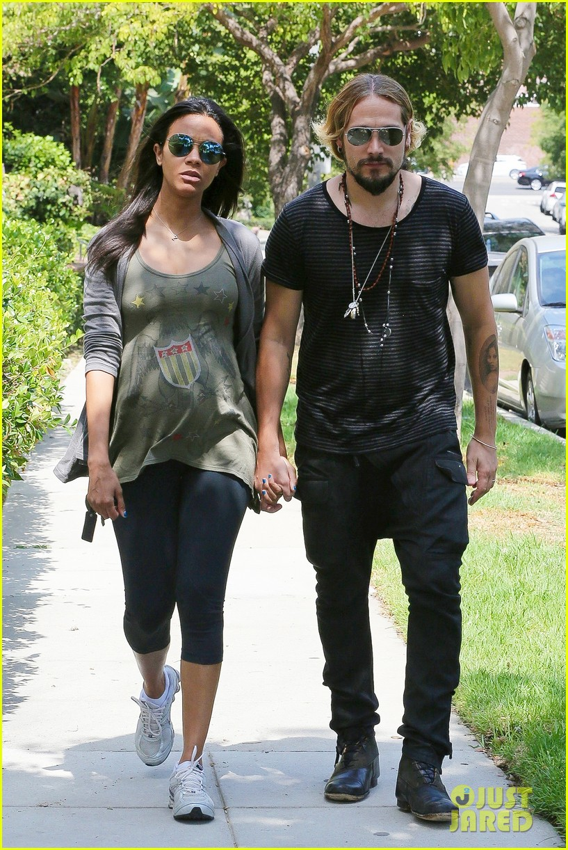 zoe saldana hubby marco perego step out for sunny stroll after taking on the ice 033179539