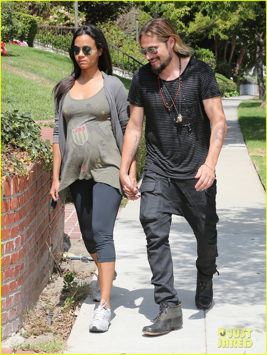 zoe saldana hubby marco perego step out for sunny stroll after taking on the ice 10